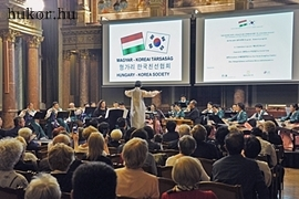 Selyemuton a magyar cimbalom jelolt