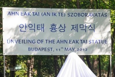 A három nyelvű felirat