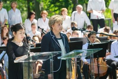 Szegő Andrea elnök magyar, angol és koreai nyelven köszöntötte a megjelenteket
