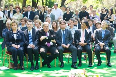 Balról jobbra: Szegő Andrea elnök, Jakab Péter KÜM főosztályvezető, Batta András rektor, Csomós Miklós főpolgármester-helyettes, Kim Hyung-Ju, főpolgármester-helyettes, Nam Gwan-Pyo nagykövet