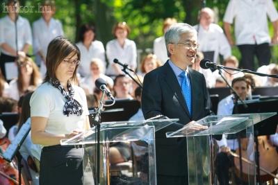 A szoboravatáson üdvözlő beszédet mondott Nam Gwan-Pyo, a Koreai Köztársaság nagykövete