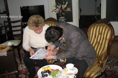 A régi dokumentumok a vendégeket is érdekelték.jpg