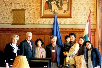 Yi Mun-Yol-t és családját fogadta Jakab István, az Országgyűlés alelnöke