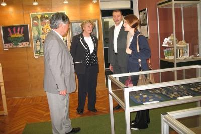 A Múzeum gazdag anyagát sikerült koreai vendégünknek megnéznie