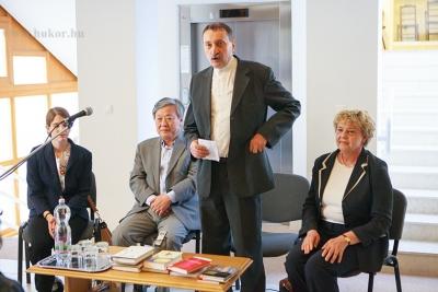 Az író -olvasó találkozó megnyitása a Múzeum részéről - Szakál Aurél igazgató.jpg